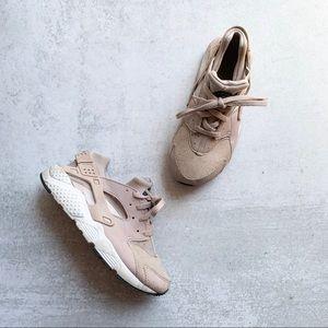 NIKE • HUARACHES • pale purple sneakers
